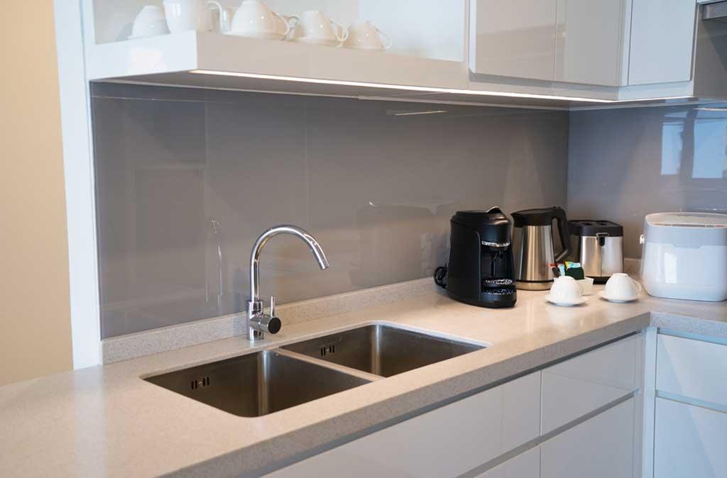 consejos-para-ahorrar-espacio-en-la-cocina-sabadell